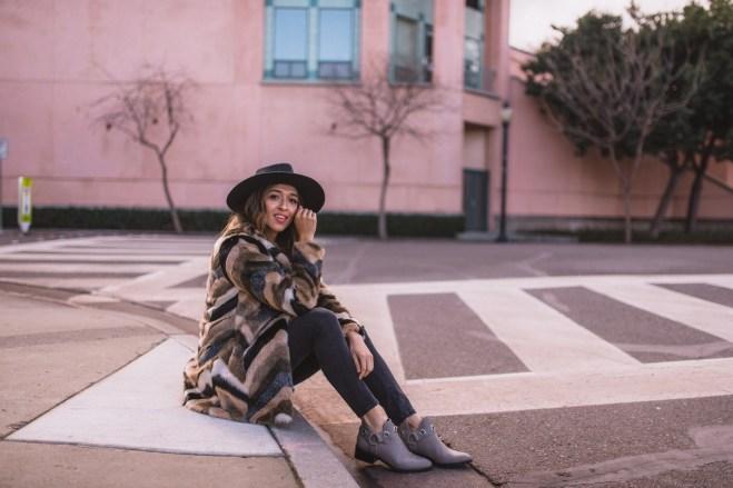 80 Fashionable Women Faux Fur Coats Look 66