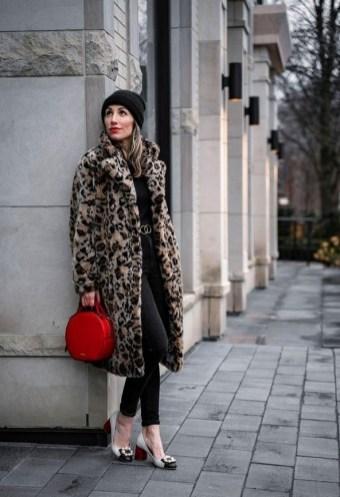 80 Fashionable Women Faux Fur Coats Look 8