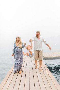 80 Outdoor Maternity Photoshoot Ideas 42