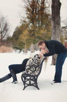 80 Outdoor Maternity Photoshoot Ideas 44
