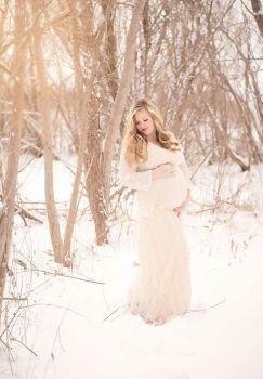 80 Outdoor Maternity Photoshoot Ideas 45