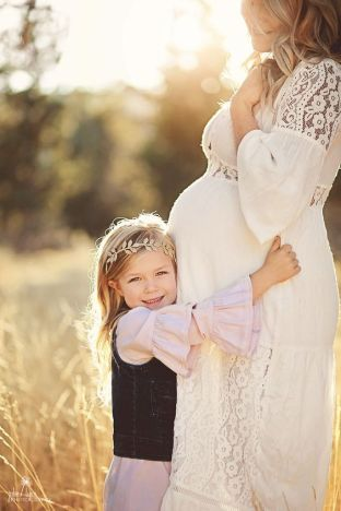 80 Outdoor Maternity Photoshoot Ideas 47