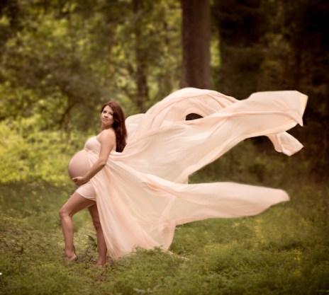 80 Outdoor Maternity Photoshoot Ideas 76
