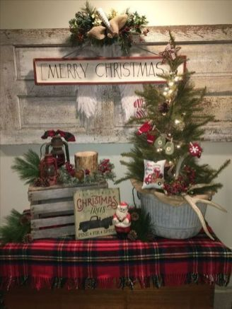 How Stunning Rustic Christmas Decorations Ideas 06