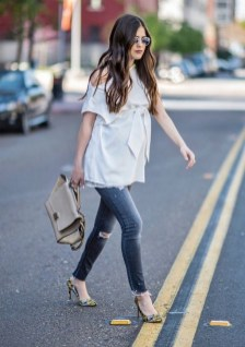50 Comfy Jeans Outfits For Pregnant Women Ideas 04