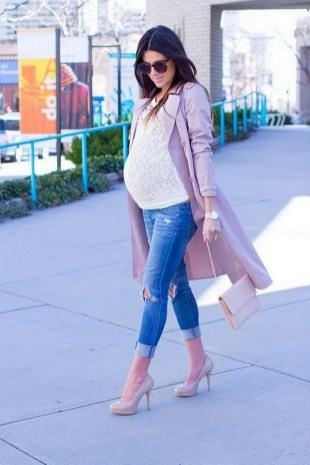 50 Comfy Jeans Outfits For Pregnant Women Ideas 06