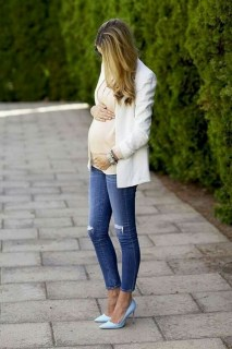 50 Comfy Jeans Outfits For Pregnant Women Ideas 24