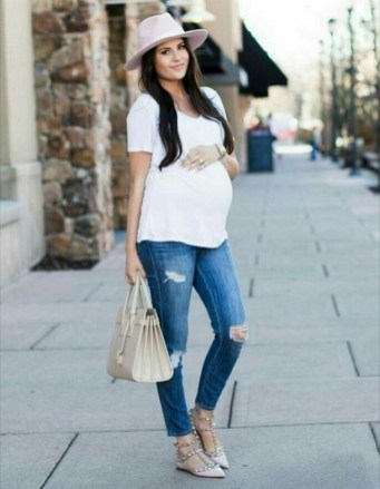 50 Comfy Jeans Outfits For Pregnant Women Ideas 31
