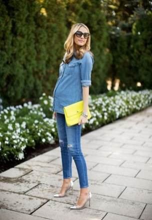 50 Comfy Jeans Outfits For Pregnant Women Ideas 32