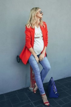 50 Comfy Jeans Outfits For Pregnant Women Ideas 49