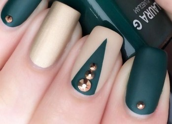 50 Cute and Festive Christmas Nail Design You Should to See 25