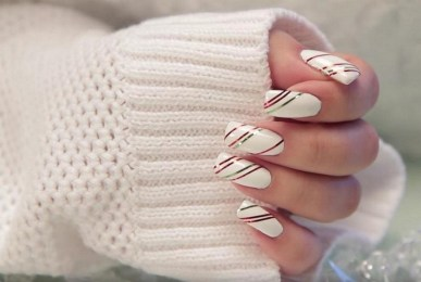 50 Cute and Festive Christmas Nail Design You Should to See 37