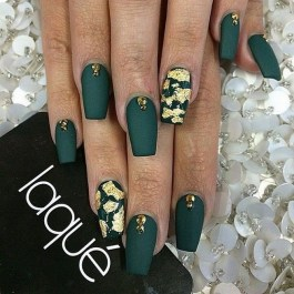 50 Cute and Festive Christmas Nail Design You Should to See 44