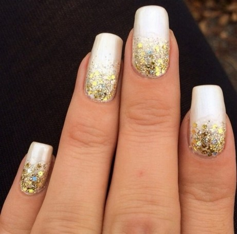50 Cute and Festive Christmas Nail Design You Should to See 46