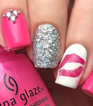 50 Nail Art Ideas for Valentines Day You Need to See 02
