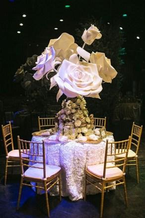 50 Stunning Paper Flower Decoration for Wedding Ideas 21