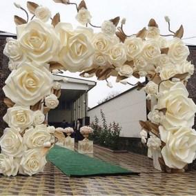 50 Stunning Paper Flower Decoration for Wedding Ideas 51