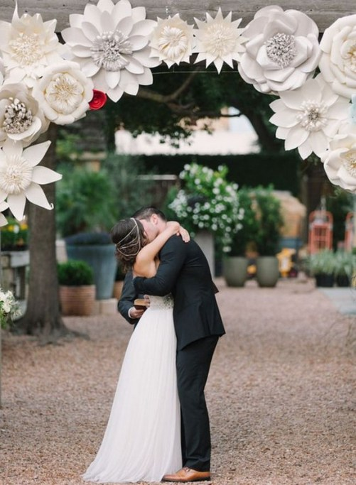 50 Stunning Paper Flower Decoration for Wedding Ideas 55