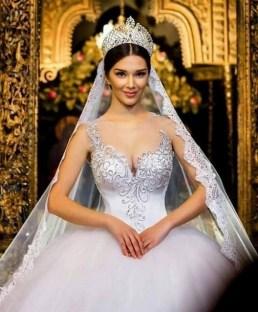 70 Elegant Bridal Crown Wedding Ideas 21