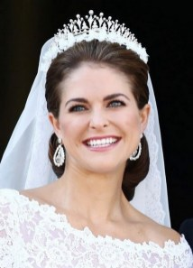 70 Elegant Bridal Crown Wedding Ideas 38