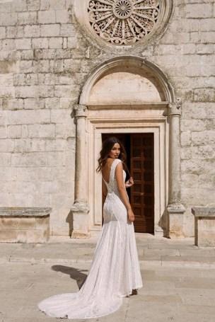 80 Adorable V Shape Back Wedding Dresses You Need to See 5