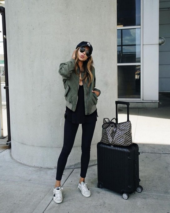 90 Comfy and Fashionable Travel Airport Outfits Looks 10