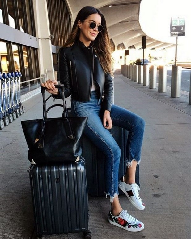 90 Comfy and Fashionable Travel Airport Outfits Looks 20