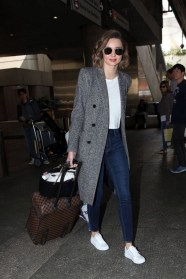 90 Comfy and Fashionable Travel Airport Outfits Looks 23