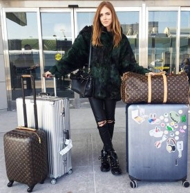 90 Comfy and Fashionable Travel Airport Outfits Looks 24