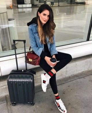 90 Comfy and Fashionable Travel Airport Outfits Looks 25
