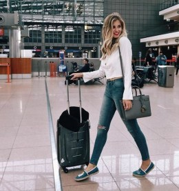 90 Comfy and Fashionable Travel Airport Outfits Looks 42