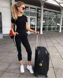 90 Comfy and Fashionable Travel Airport Outfits Looks 44