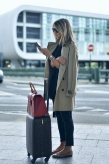 90 Comfy and Fashionable Travel Airport Outfits Looks 53