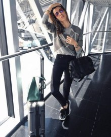 90 Comfy and Fashionable Travel Airport Outfits Looks 61