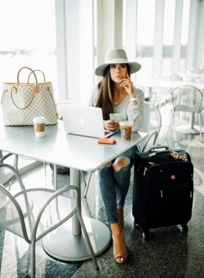 90 Comfy and Fashionable Travel Airport Outfits Looks 75
