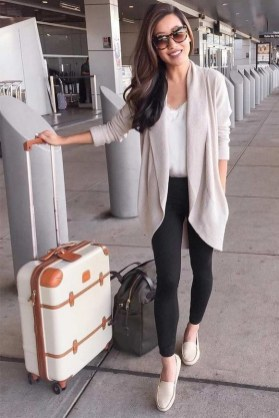 90 Comfy and Fashionable Travel Airport Outfits Looks 81