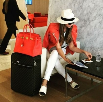 90 Comfy and Fashionable Travel Airport Outfits Looks 83