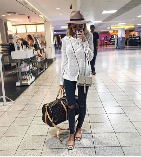 90 Comfy and Fashionable Travel Airport Outfits Looks 89
