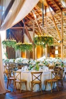 40 Romantic Rustic Barn Wedding Decoration Ideas 01