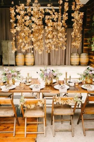 40 Romantic Rustic Barn Wedding Decoration Ideas 03