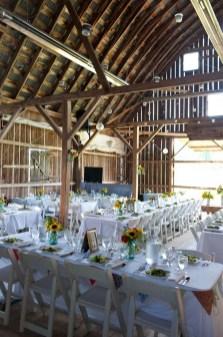 40 Romantic Rustic Barn Wedding Decoration Ideas 04