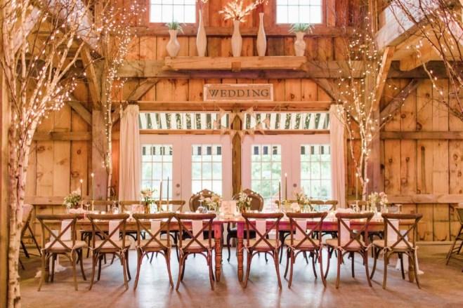 40 Romantic Rustic Barn Wedding Decoration Ideas 07