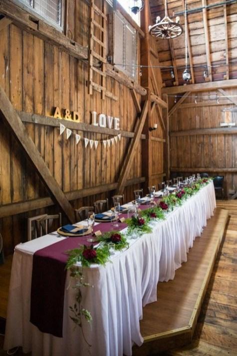 40 Romantic Rustic Barn Wedding Decoration Ideas 10