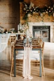 40 Romantic Rustic Barn Wedding Decoration Ideas 16