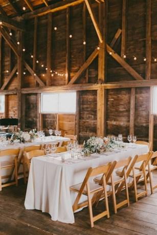 40 Romantic Rustic Barn Wedding Decoration Ideas 17