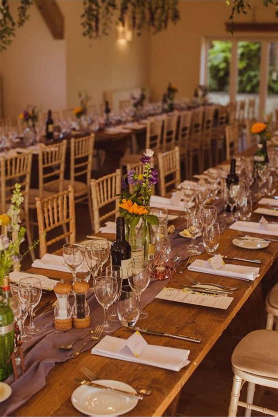 40 Romantic Rustic Barn Wedding Decoration Ideas 24