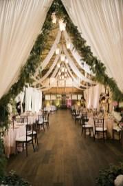 40 Romantic Rustic Barn Wedding Decoration Ideas 29