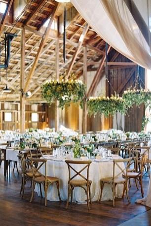 40 Romantic Rustic Barn Wedding Decoration Ideas 35