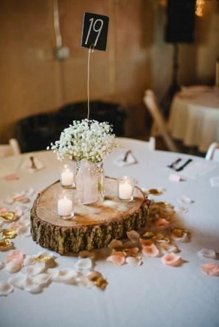 40 Romantic Rustic Barn Wedding Decoration Ideas 38