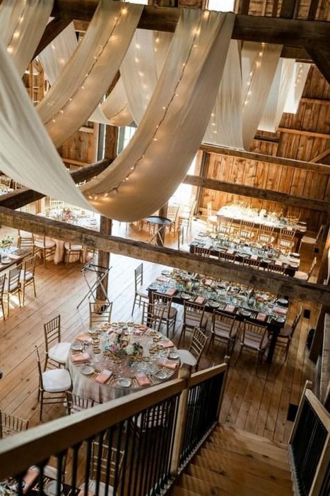 40 Romantic Rustic Barn Wedding Decoration Ideas 41